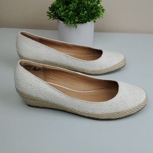 8.5 W American eagle withe fabric shoes